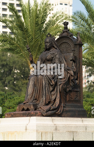 dh Victoria Park CAUSEWAY BAY HONG KONG Queen Victoria sitting on throne bronze statue - Stock Photo