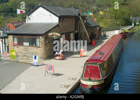 Llangollen Canal in Llangollen North Wales - Stock Photo