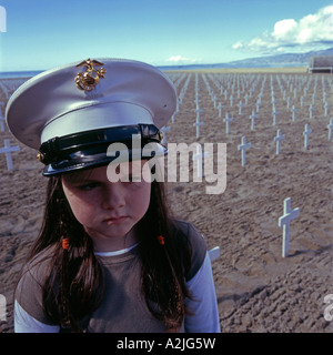A child stands next to a sea of white crosses on Santa Monica beach, Los Angeles, California, USA. - Stock Photo
