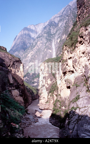Aug 10, 2006 - View of the Tiger Leaping Gorge, high above the river Yangtze near Qiatou in the Chinese province - Stock Photo