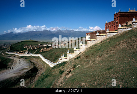 Aug 5, 2006 - General view of Litang's Chöde Gompa Monastery in the Tibetan part of  Northern Sichuan province in - Stock Photo