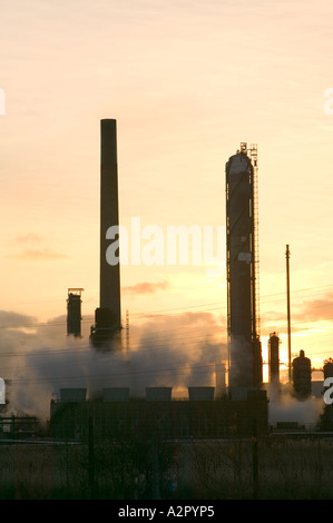emmissions from a petrochemical plant at Midlesborough,  Teeside, at Dawn, UK - Stock Photo