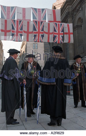 Aldermen gather in the courtyard of Guildhall before joining the Lord Mayor s annual procession through the city - Stock Photo