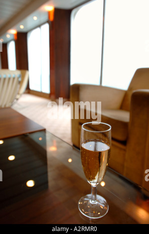 A GLASS OF CHAMPAGNE IN THE CLUB LOUNGE OF THE PRIDE OF CANTERBURY P O FERRY AT DOVER DOCKS KENT ENGLAND UK - Stock Photo