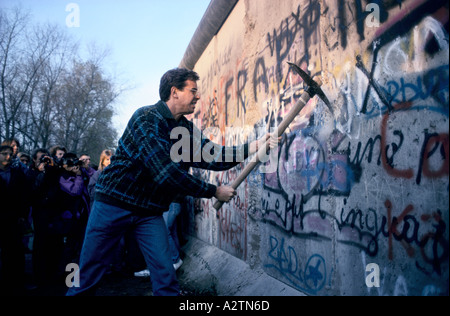 fall of berlin wall november 1989 - Stock Photo