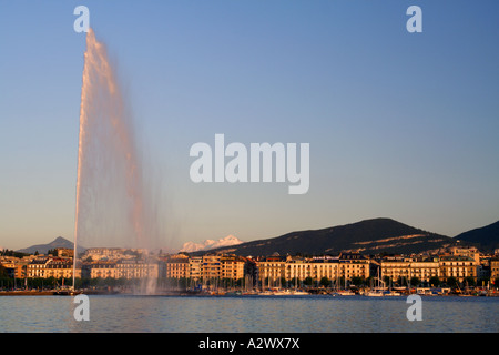 Jet d'eau at sunset with Mont Blanc in the background, Geneva, Switzerland - Stock Photo