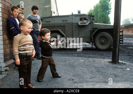 Children in Belfast with toy guns Ireland UK. The  Troubles. Circa 1980 HOMER SYKES - Stock Photo