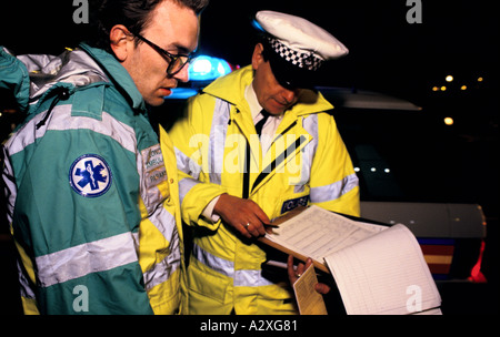london ambulance service 95 paramedics based at hackney attend a motocycle accident in discussion with the police - Stock Photo