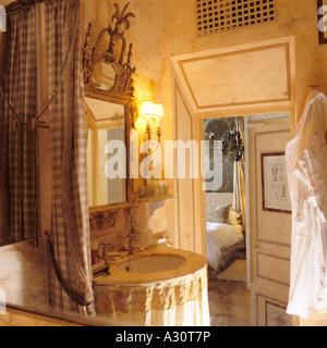 bathroom in a Roman palazzo - Stock Photo