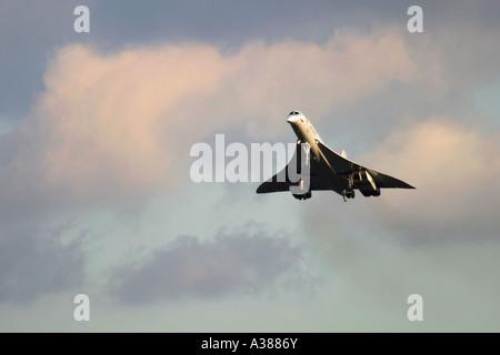 British Airways Aerospatiale-British Aerospace Concorde 102  landing at London Heathrow Airport for the last time - Stock Photo