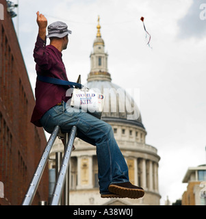 Selling miniature kites near St. Pauls Cathedral London England UK - Stock Photo