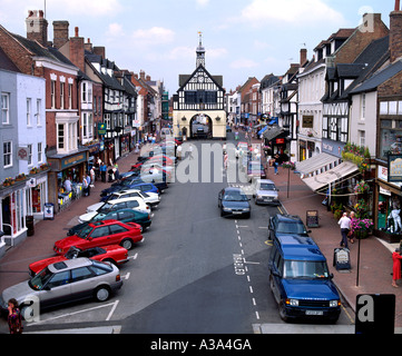 High St. Bridgnorth, Shropshire, with the 17th century Town Hall building in the middle at the end of the street. - Stock Photo