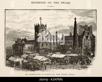 Richmond Swaledale on the Swale North Yorkshire market town church square castle busy UK United Kingdom GB Great - Stock Photo