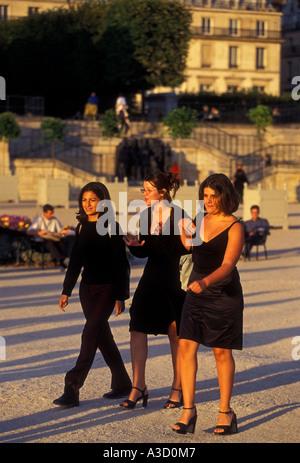 3 three French women friends getting together walking in Tuileries Garden, Jardin de Tuileries, Paris, Ile-de-France, - Stock Photo