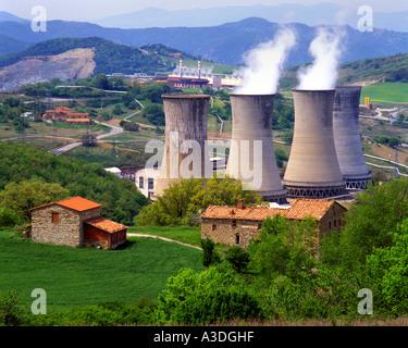 IT - BELLA TOSCANA:  Geothermal Power Plant near Larderello - Stock Photo