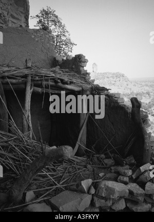 Ancient mud-built buildings line the Bandiagara Escarpment, Mali - Stock Photo