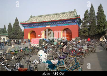 bicycle park outside the gates to the Temple of Heaven - Stock Photo
