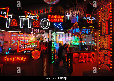 A gallery devoted to vintage and modern neon which hums and pulses with colour under the arches on Brighton seafront. - Stock Photo
