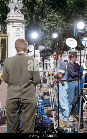 Section of road outside Buckingham Palace London closed for use by media crews reporting on death of Princess Diana - Stock Photo