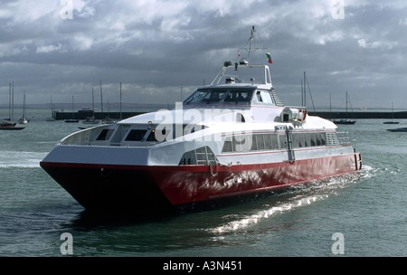A Red Jet high speed link from Southampton to Cowes Isle of Wight - Stock Photo