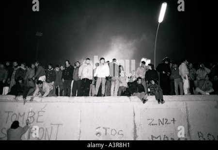 European History. New Year celebrations on the historical Berlin Wall in West Berlin in Germany in Europe during - Stock Photo