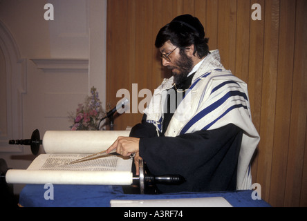 A Rabbi reading from the scrolls in a London reformed synagogue - Stock Photo