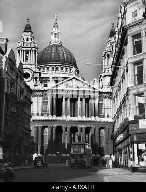 geography / travel, Great Britain, London, churches, St Pauls Cathedral, street scene, 1950s, Additional-Rights - Stock Photo