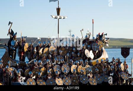 dh Up Helly Aa procession LERWICK SHETLAND Guizer Jarl Einar of Gullberuviks Viking sqaud on longship galley Moogi - Stock Photo