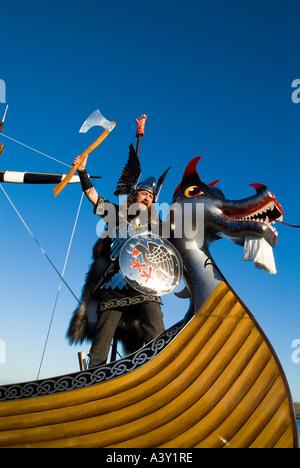 dh Up Helly Aa procession LERWICK SHETLAND Guizer Jarl Einar of Gullberuvik and Viking longship galley Moogi prow - Stock Photo
