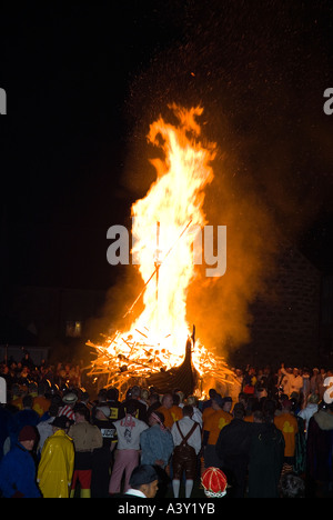 dh Up Helly Aa fire procession LERWICK SHETLAND Guizers watching Viking longship galley Moogi alight at burning - Stock Photo