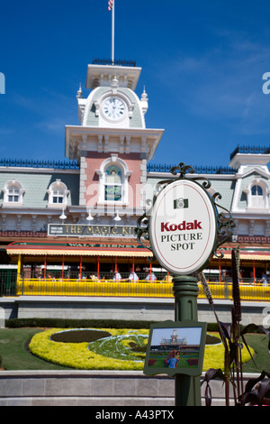 Kodak Picture Spot sign shows park guests best photo opportunities - Stock Photo