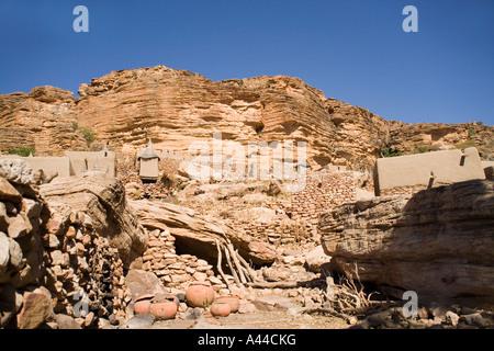 Tereli  village and the  escarpment, Dogon Country, Mali, West Africa - Stock Photo