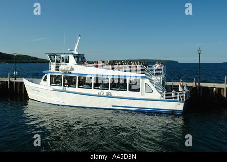 AJD57482, Munsing, MI, Michigan, Upper Peninsula, Lake Superior, Pictured Rocks Boat Cruise - Stock Photo