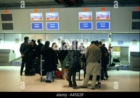 luton airport new terminal building easyjet check in desks 2000 - Stock Photo