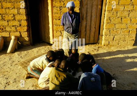 josephine barandagiye is 44 years old and a hutu she helps maggy look after hutu tutsi orphans ruyigi burundi - Stock Photo