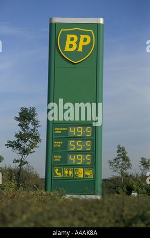 bp petrol station luton 1994 bp petrol prices cut to match supermarkets - Stock Photo