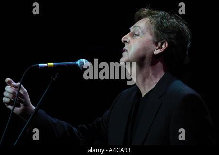 The Beatles Polska: Paul McCartney śpiewa Yesterday na koncercie poświęconym pamięci George