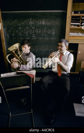 TEACHER & STUDENT PLAYING BRASS INSTRUMENTS IN MUSIC CLASS, HOLYROOD SCHOOL, GLASGOW., 1990 - Stock Photo