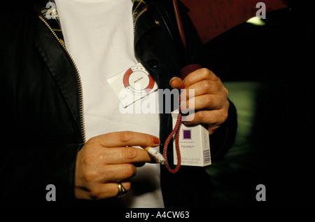 SMOKESTOP' LUNDY ISLAND 1994, SMOKESTOPPER HAVING LAST CIGARETTE. - Stock Photo
