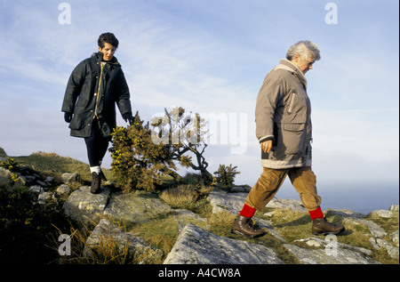 SMOKESTOP' LUNDY ISLAND 1994, SMOKESTOPPERS HAVING A WALK. ALL THE PARTICIPANTS IN 'SMOKE-STOP' ARE HEAVY SMOKERS - Stock Photo