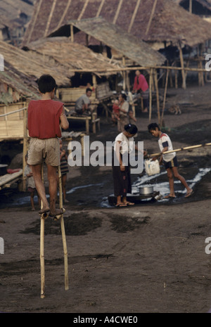 Burma 1992:  2,500 Karen displaced people fleeing Burmese army offensives have set up camp at Bawnahta near the - Stock Photo