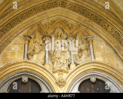 Salisbury Cathedral Wiltshire England Virgin Mary Child Above Door Flanked by Censing Angels West Front - Stock Photo