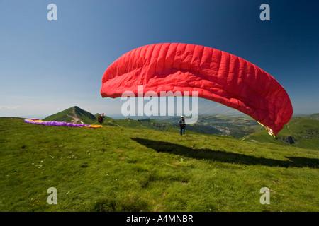 A paraglider ready to take off (Puy de Dôme - France). Parapentiste s'apprêtant à prendre son envol (Puy de Dôme - Stock Photo