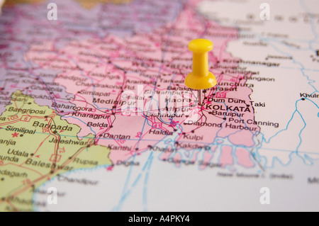 ANG77817 Map of India spotted Calcutta now Kolkata Capital of West Bengal by White colored Board Pin - Stock Photo