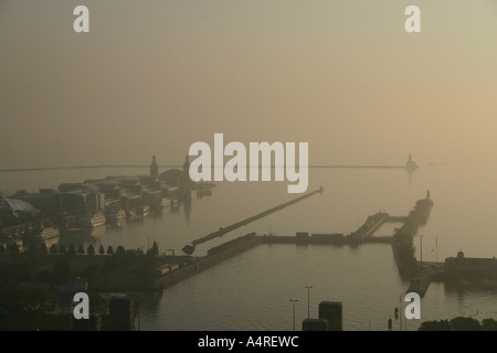 Misty morning on Chicago river at Navy Pier - Stock Photo