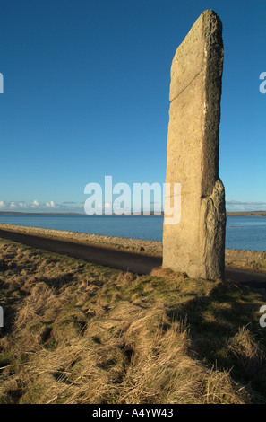 dh Watch stone STENNESS ORKNEY Neolithic standing stone causeway Loch of Harray - Stock Photo