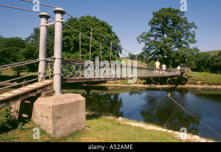 Simple suspension bridge over the River Wharfe, near Hebden, Wharfedale, North Yorkshire, England, UK. - Stock Photo