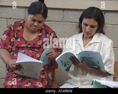 Painet ip1892 honduras women adult literacy class banadero danli country developing nation less economically developed - Stock Photo