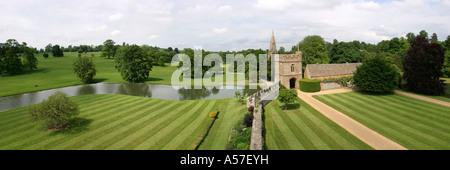 Oxfordshire Broughton Castle courtyard panoramic - Stock Photo