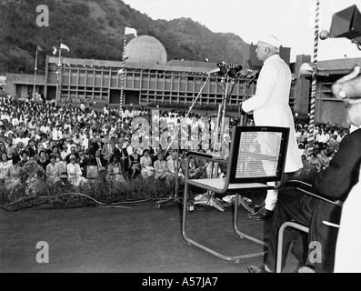 PCP035 Pandit Jawaharlal Nehru first Indian Prime Minister inaugurating Bhabha Atomic Reactor - Stock Photo